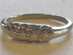 F) 14k white gold ring 4 diamonds  Size: Weight (including diamonds):