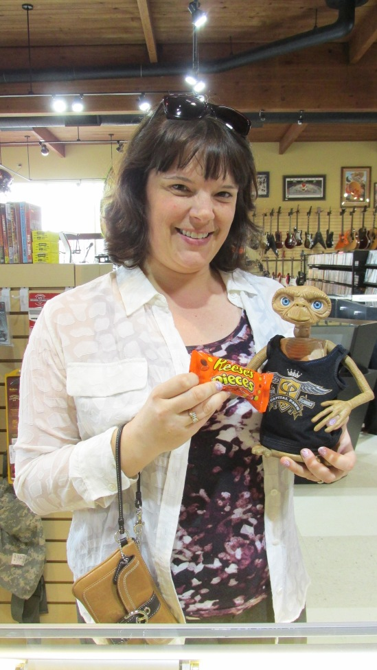 ET was given a packet of Reeses by our friend, Beverly. Thank you!