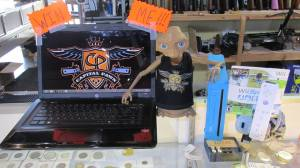 ET gets set to give away a lap top, a PS3, and a Wii at Capital Pawn